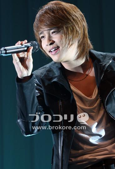 John-Hoon(ジョンフン)熱唱!「サクラ TEARS」発売記念イベント